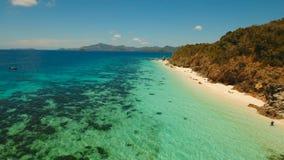 Härlig strand för flyg- sikt på en tropisk ö Malcapuya philippines arkivfilmer
