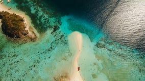 Härlig strand för flyg- sikt på en tropiska Bulog Dos Island philippines lager videofilmer