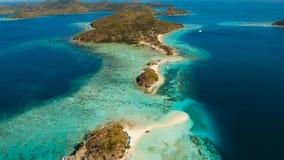 Härlig strand för flyg- sikt på en tropiska Bulog Dos Island philippines arkivfilmer