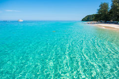 Härlig strand för Mai Ton ö i Phuket Royaltyfria Foton