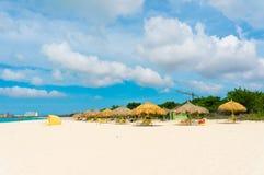 Härlig strand i Aruba, karibiska öar Arkivbilder