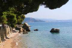 Härlig strand i Trieste, Italien Arkivfoton