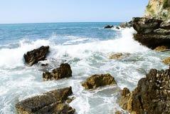 Härlig strand med blått vatten i Montenagro arkivfoton