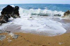 Härlig strand med blått vatten i Montenagro arkivbilder
