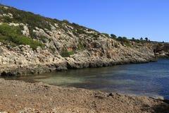Härlig strand med turkoshavsvatten, Cala Virgili, Majorca, Spanien royaltyfri fotografi