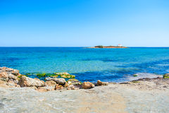 Härlig strand med turkosvatten Fotografering för Bildbyråer
