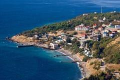 Härlig strand nära Yalta i sommar crimea royaltyfri bild