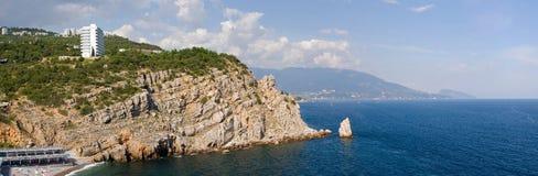 Härlig strand nära Yalta i sommar crimea arkivbild
