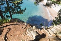 Härlig strand och genomskinligt hav Royaltyfria Foton