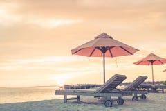 Härlig strand- och havssikt Sommarferie och semesterbegrepp Inspirerande tropisk strand Strandbakgrundsbaner arkivbild
