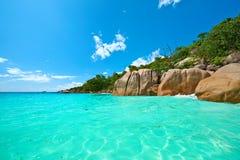 Härlig strand på Seychellerna Fotografering för Bildbyråer