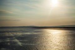 Härlig strand på soluppgång Arkivfoton