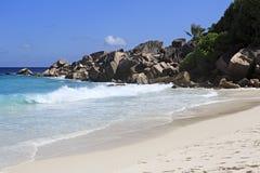 Härlig strand Petit Anse Arkivfoton