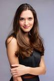 Härlig studiostående för ung kvinna royaltyfri foto