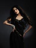 härlig sund lång model kvinna för svart hår Arkivbilder