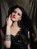 härlig sund lång model kvinna för svart hår Royaltyfria Bilder