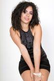 härlig svart coctailklänningkvinnlig Royaltyfri Foto