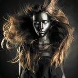 härlig svart hudkvinna fotografering för bildbyråer