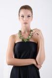 härlig svart klänningståendekvinna Royaltyfria Bilder
