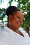 härlig svart le kvinna Fotografering för Bildbyråer