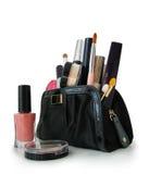 Härlig svart makeuppåse och skönhetsmedel Royaltyfri Fotografi