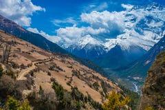 Härlig synvinkel för natur för berg för landskapsiktssnö Trekking landskapbakgrund för berg Inget foto askfat Arkivbild