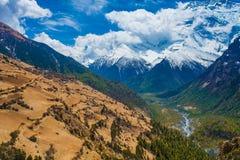 Härlig synvinkel för natur för berg för landskapsiktssnö Trekking landskapbakgrund för berg Inget foto askfat Arkivfoton