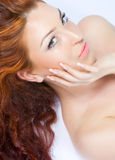 härlig tät haired ladyred upp Fotografering för Bildbyråer