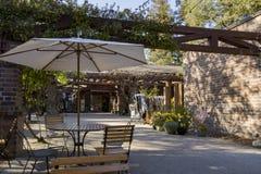 Härlig tabell, platser i den Descanso trädgården Royaltyfri Bild