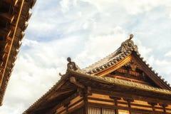 Härlig takdetalj för buddistisk tempel Royaltyfri Foto