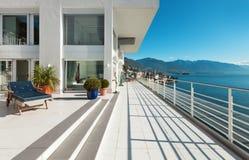 Härlig takvåning, terrass Arkivbild