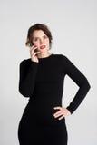 härlig talande kvinna arkivfoto