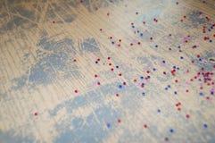 Härlig tappningbakgrund med mång--färgade pärlor Arkivbilder