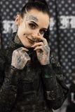 Härlig tattoed flicka på Milan Tattoo Convention 2018, Italien Arkivfoton