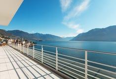 Härlig terrass av en takvåning Arkivfoto