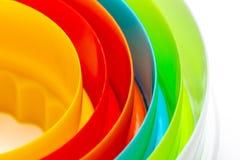 Härlig textur med koncentriska cirklar med färgerna av regnbågen royaltyfria foton