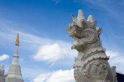 Härlig thailändsk Lanna trätempel Arkivfoto