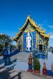 Härlig thailändsk stilkyrka i den Rong Sua Ten templet royaltyfria bilder