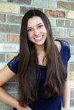 Härlig tonårig flicka med långt hår Arkivbilder