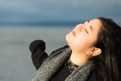 Härlig tonårs- asiatisk flicka fotografering för bildbyråer