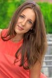 Härlig tonårs- flicka utomhus Royaltyfri Foto