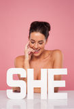 Härlig topless kvinna med ordet HENNE Royaltyfri Fotografi