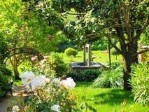 härlig trädgård grensle spain royaltyfri fotografi
