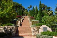 Härlig trädgård i Blanes, Costa Brava, Spanien Royaltyfri Bild