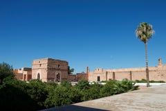 Härlig trädgård i en slott i Marocko arkivbild