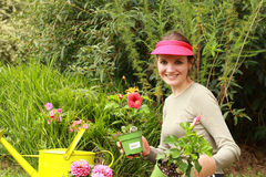 härlig trädgårdsmästarekvinna Arkivfoto