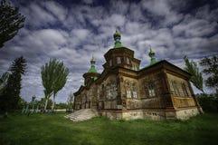 Härlig träkyrka i Kirgizistan arkivbilder