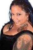 härlig trängd igenom tattoed kvinna Royaltyfri Bild