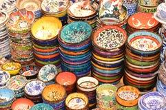 Härlig traditionell turkisk keramik lägger in till salu, keramikplattor arkivbilder