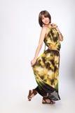 Härlig trendig kvinna i grön klänning Royaltyfri Foto